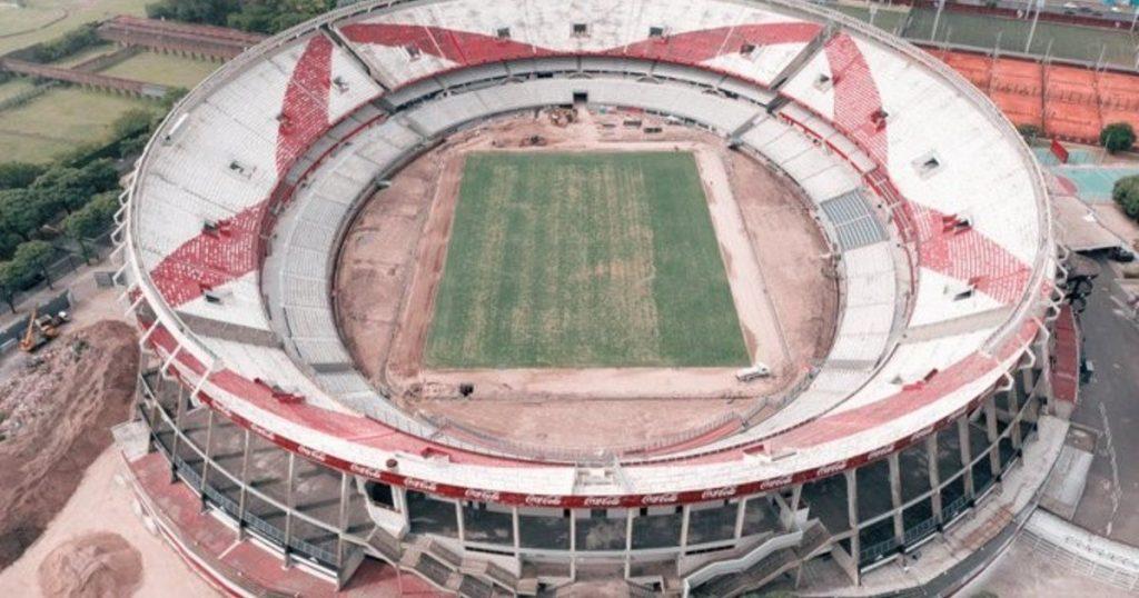 An increasingly huge stadium