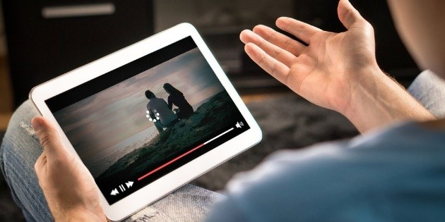 It is recommended to watch 50 movies on Netflix, Amazon, HBO and Disney +