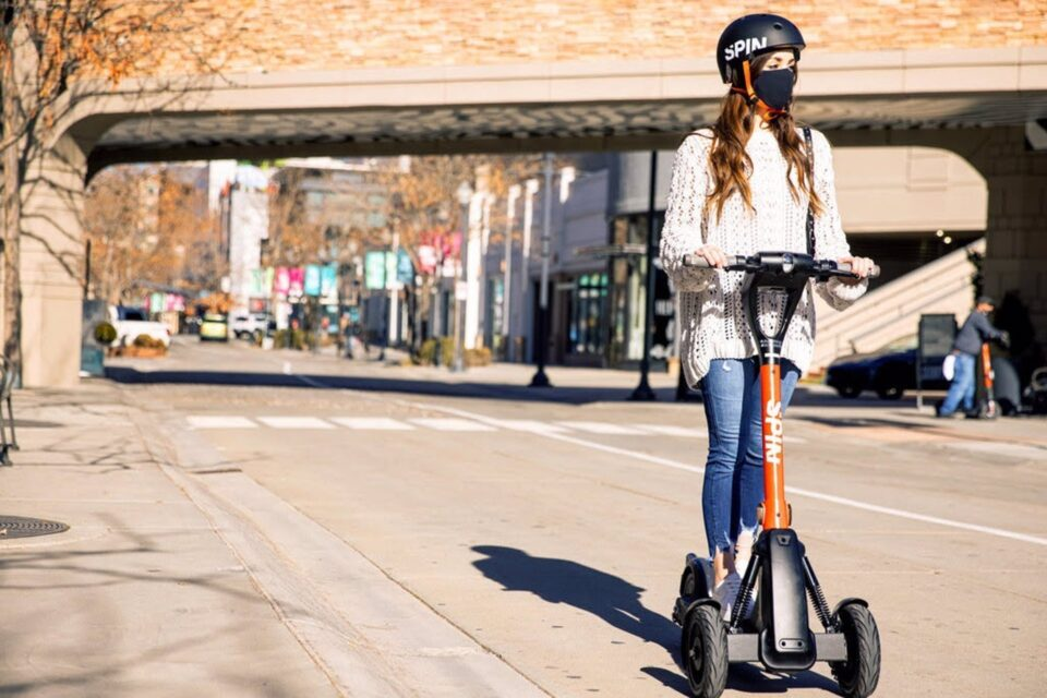 Spin (Ford) and Tortoise agree to deploy electric, scooters with remote control in European cities - El Periodico de la Energía