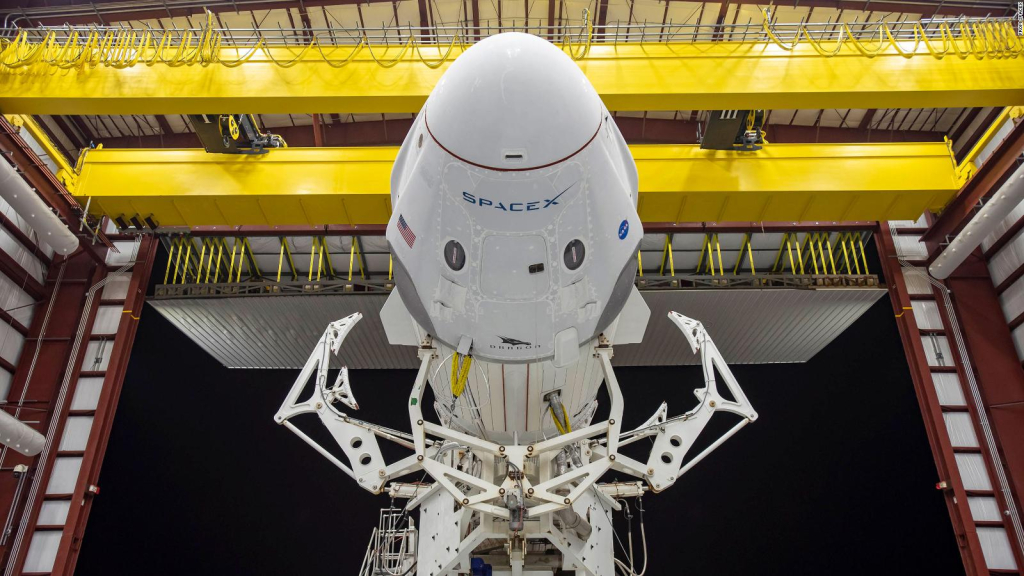 SpaceX launches a trip with 4 tourists