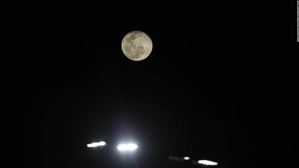 """Earth says goodbye to her """"Second moon"""""""