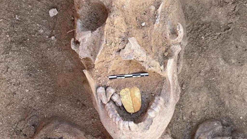 Discover a two-thousand-year-old mummy with a golden tongue in Egypt