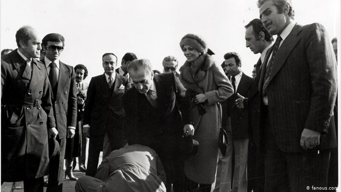 Shah Reza Pahlavi leaves Iran on January 16, 1979 (Photo: fanous.com)