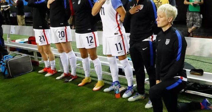 Federación de fútbol de Estados Unidos elimina prohibición de arrodillarse durante el himno