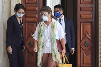 File image.  Head of the European Union delegation to Venezuela, Isabel Briilhant Pedrosa, leaves the Foreign Ministry headquarters in Caracas on February 24, 2021. Reuters / Manor Quintero