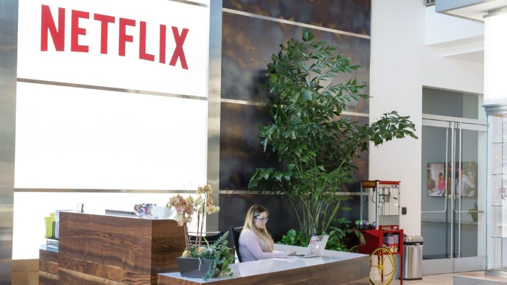 Netflix leaves the list of SAT contributors
