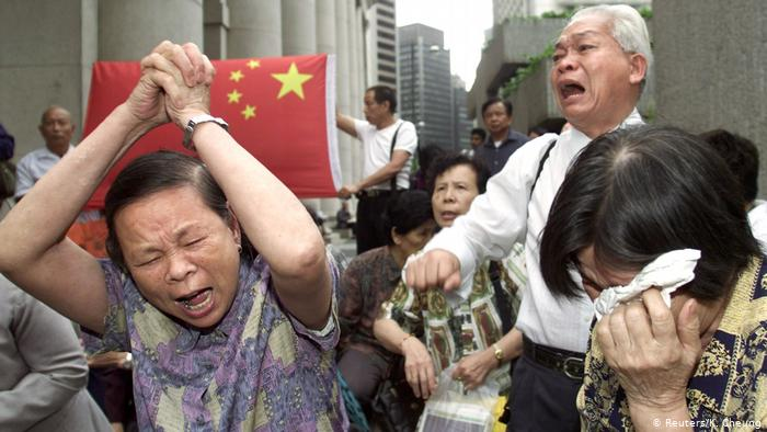 Hong Kong has begun deporting 4,000 Chinese who lost legal battles to stay in the territory.