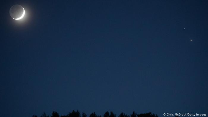 Jupiter (lower right) and Saturn (upper right).  On the left is the moon.