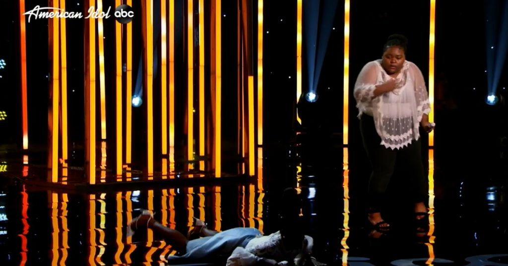 """Horror on """"American Idol"""": A contestant who fainted on stage and had to be rushed to hospital"""
