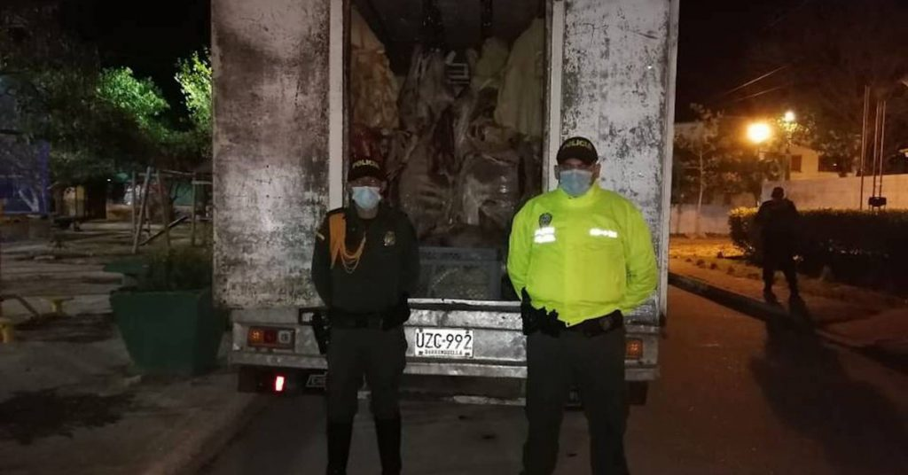 The authorities seized five tons of meat impregnated with flies and cockroaches