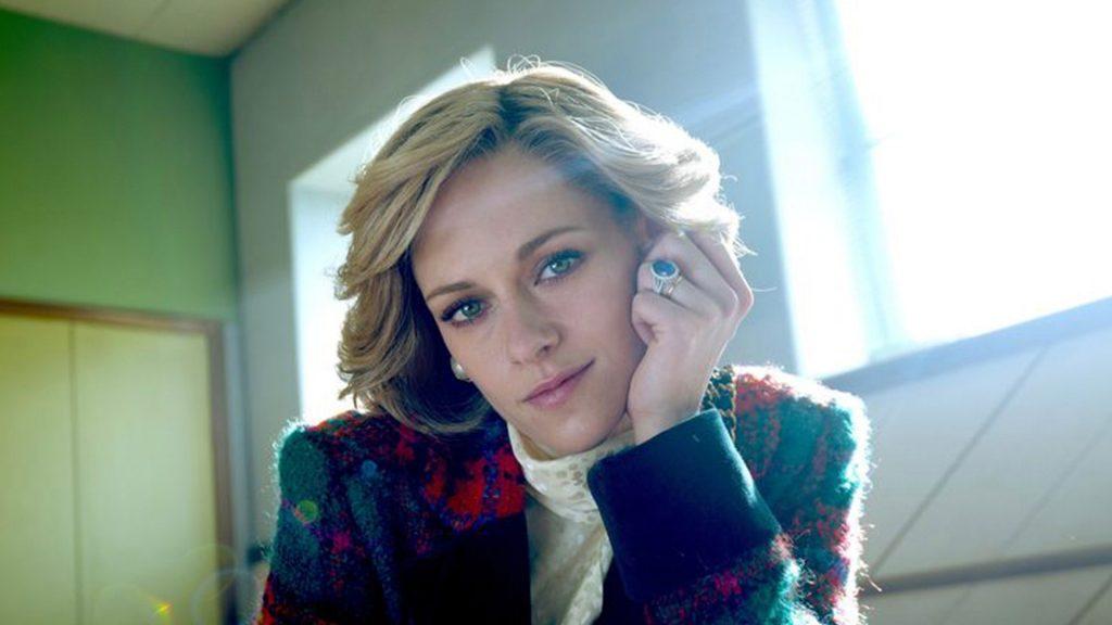 Kristen Stewart wears an engagement ring like Lady D.V. Spencer