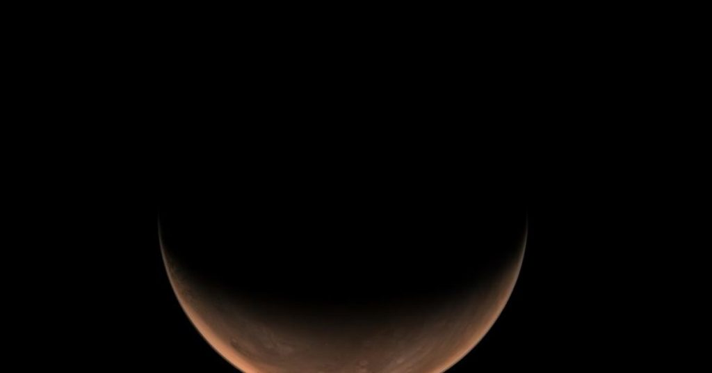 Science.-Tianwen 1 takes side photos of Mars