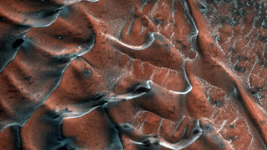 NASA publishes a picture of frozen Martian dunes