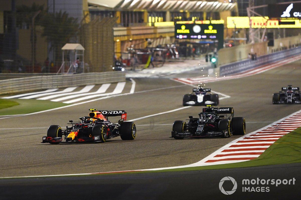 Sergio Perez, Red Bull Racing RB16B, Sebastian Vettel, Aston Martin AMR21