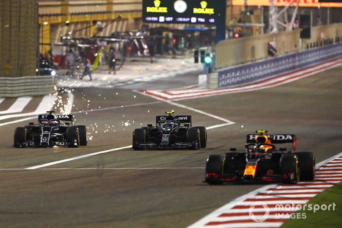 Sergio Perez, Red Bull Racing RB16B, Sebastian Vettel, Aston Martin AMR21, Yuki Tsunoda, AlphaTauri AT02