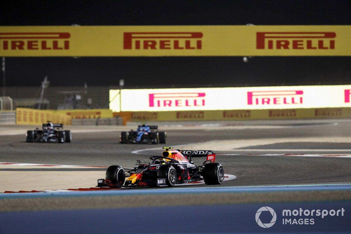 Sergio Perez, Red Bull Racing RB16B, Yuki Tsunoda, AlphaTauri AT02, Esteban Ocon, Alpine A521