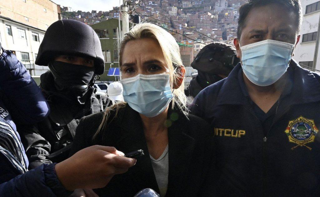 Expresidenta interina de Bolivia, Jeanine Áñez, es trasladada a la Fiscalía de La Paz