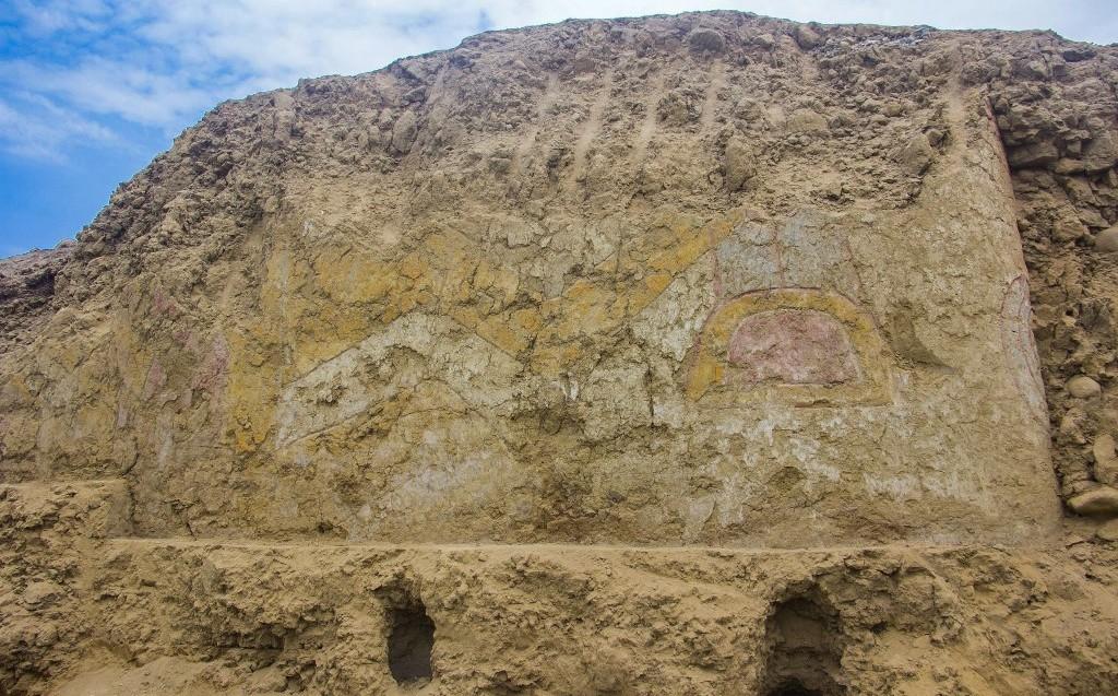 Discover a pre-Hispanic mural 3,200 years ago in Peru