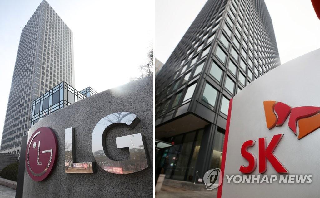 Las fotos de archivo muestran las fachadas de las sedes de LG (izda.) y SK.