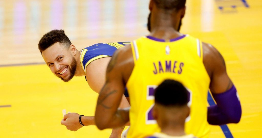 LeBron James starred in hitting Stephen Curry's Warriors and rumors grew: Will they be teammates in 2022?