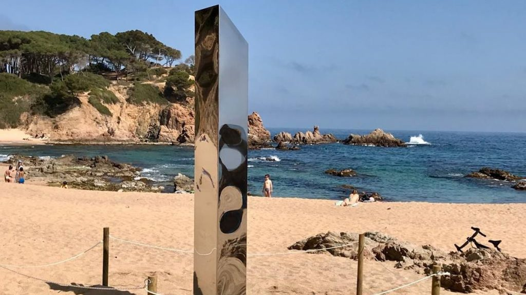 The massif that appeared on the coast of the Costa Brava after it was vandalized will be relocated  Catalonia