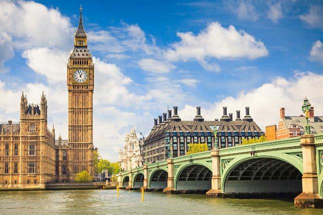 The United Kingdom raises the minimum wage