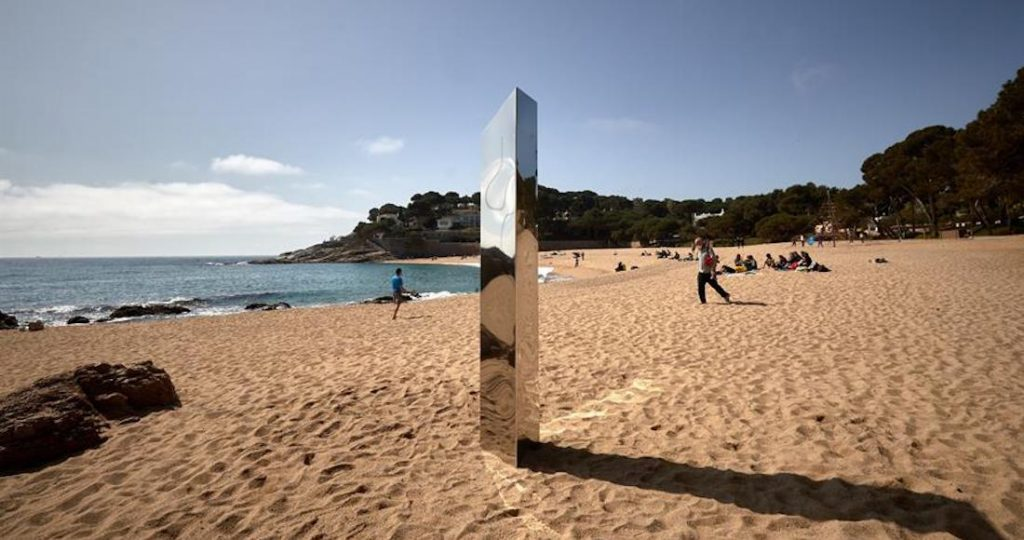 A metallic monolith over two meters high disappears in Spain;  It was seen by the cameras