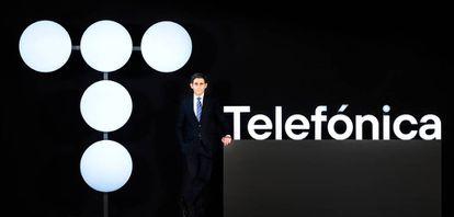 José María Alvarez Palette presented the new Telefónica logo at the meeting.
