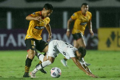 Santos lost in his first show in the Copa Libertadores at the hands of Barcelona from Ecuador (Reuters / Gilherme Dionisio)