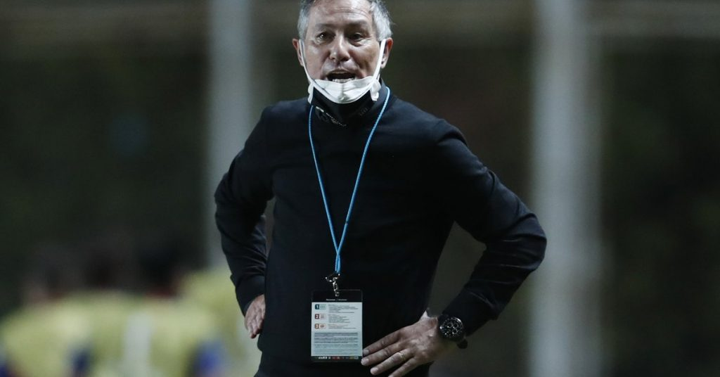One day after the match with Boca, Ariel Hulan quit coaching Santos