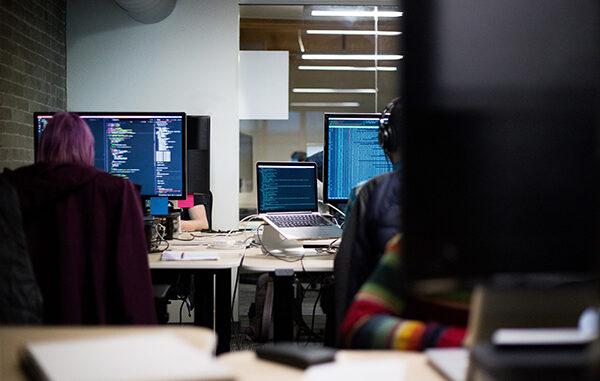 The Six Benefits of Being Bilingual for Tech Professionals - Mundo en Línea