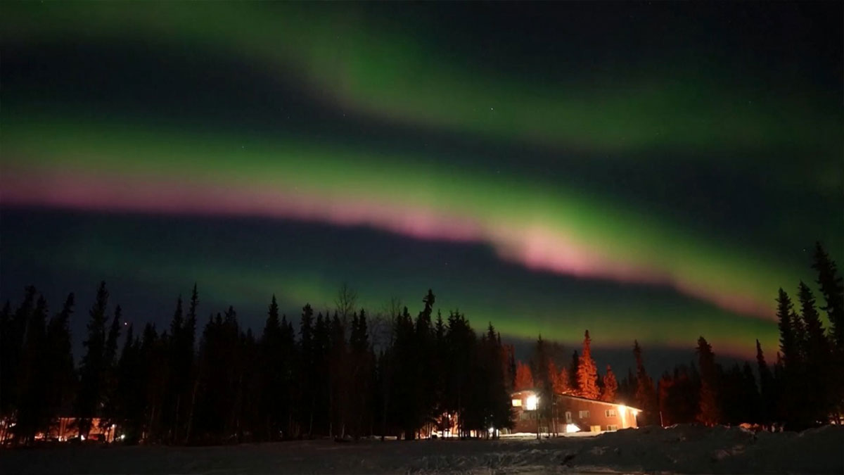 Aurora borealis paints the colors of Alaska and leaves beautiful postcards