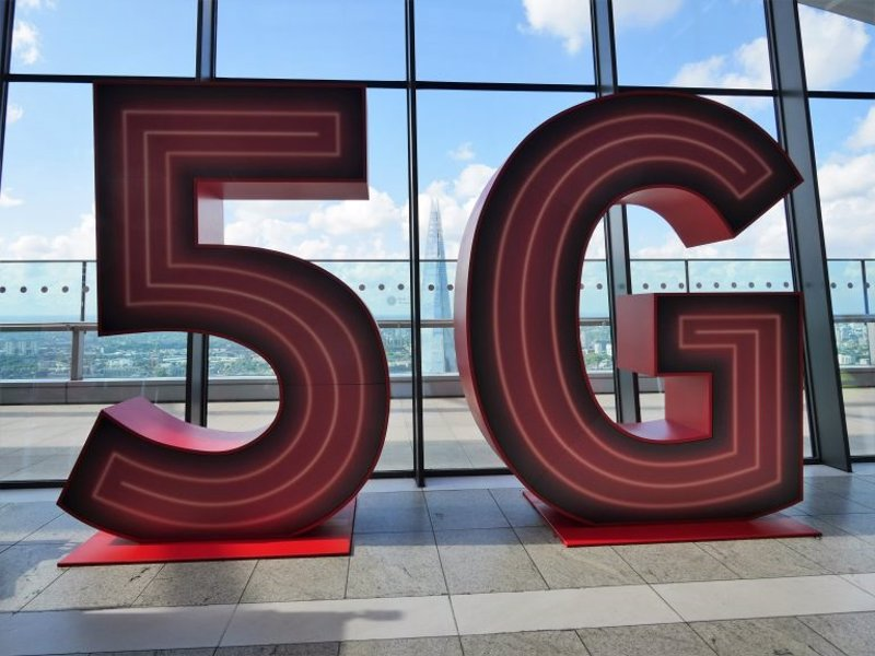 Economy.  Telefónica and Vodafone are joining forces to exchange 5G bands in the UK to improve their communications