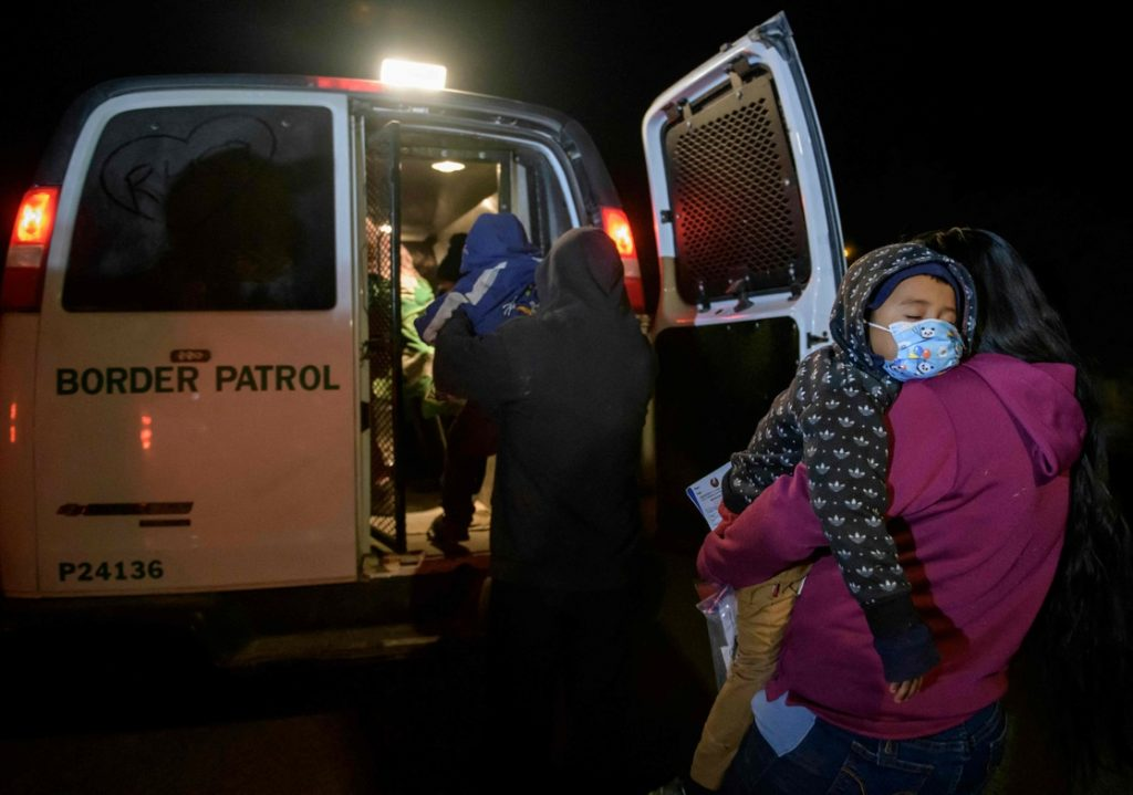 Al menos 92 migrantes fueron detenidos en California, la tarde del jueves.