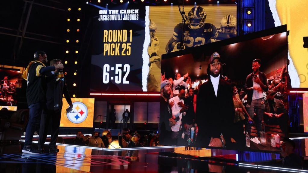 Nagy Harris heads to the Steelers with a # 24 pick in the first round