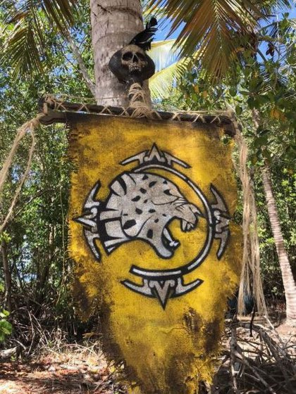 This is what the Jagwares tribe flag looks like (Photo: Instagram / @ survivormexico)