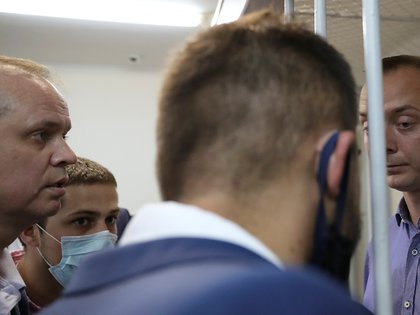 Ivan Pavlov with journalist Ivan Safronov, detained for treason, at a court session in Moscow, Russia, on July 7, 2020. Photo taken July 7, 2020. REUTERS / Evgenia Novozhenina