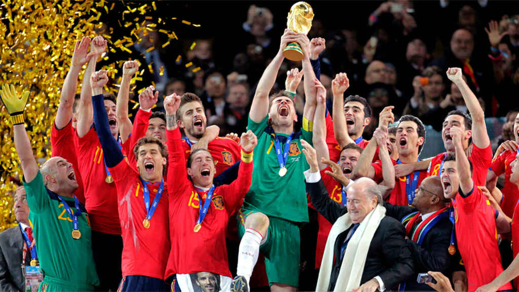 Spain raises the World Cup in South Africa