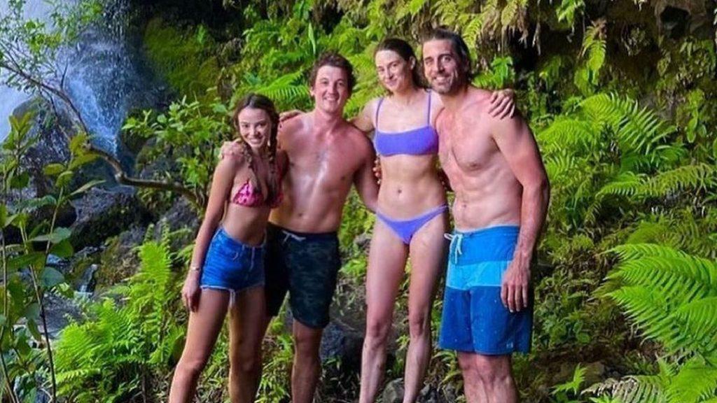Aaron Rodgers is enjoying a Hawaiian vacation amid the Packers' drama