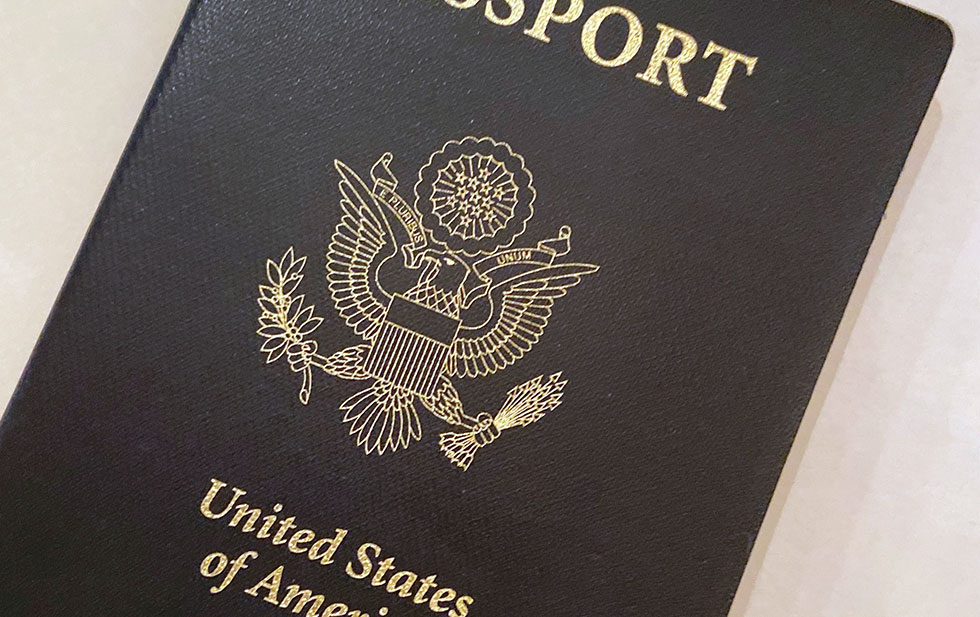 Allow EU citizens to return with an expired passport