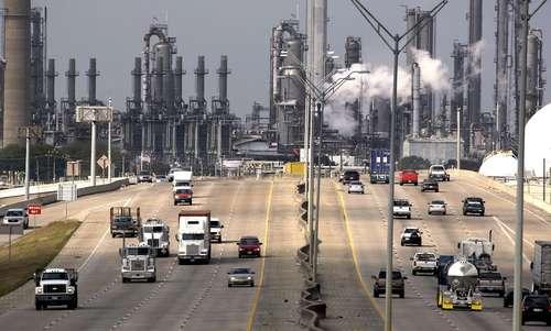 Imagen de archivo de la refinería Deer Park en Texas. La planta reporta pérdidas desde 2018 y arrastra una deuda de 980 millones de dólares, pero Moody's apenas se dio cuenta el jueves, después del anunció de Pemex para concretar la compra de la totalidad de las acciones.