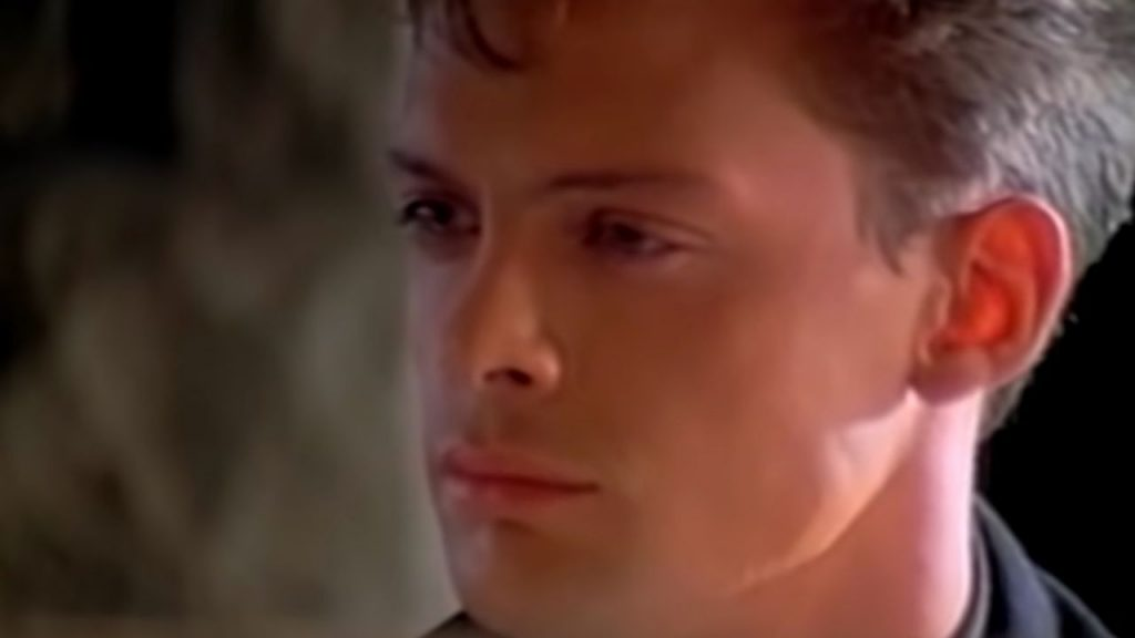 """Luis Miguel: The story of """"surrender ??""""  The exciting song and the success of Il Sol ??  He even launched it in English!"""