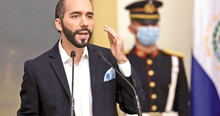 Nayib Bukele amaga con seguir destituyendo a funcionarios en El Salvador