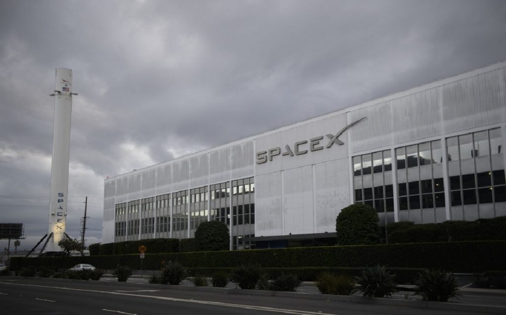 SpaceX 52 is launching additional satellites for its internet network