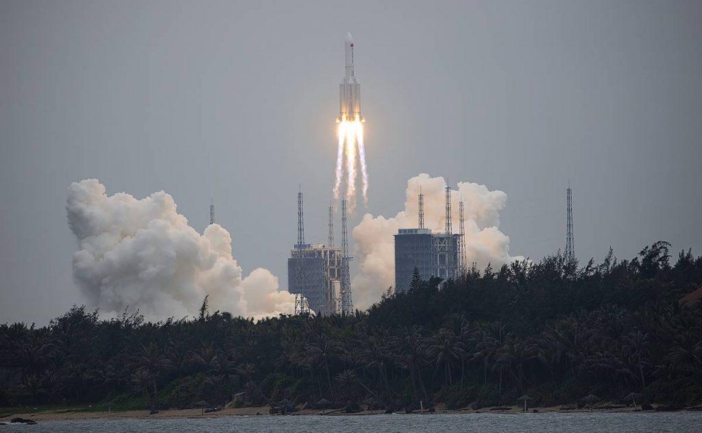 Pentágono rastrea cohete chino fuera de control; puede caer en la Tierra el fin de semana