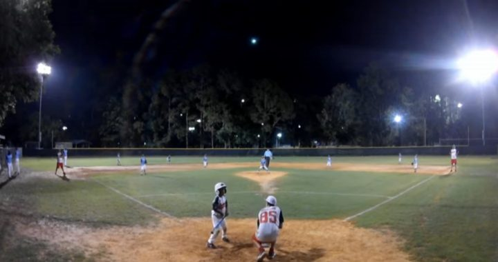 A meteor lights up the sky during a baseball game;  Watch the video