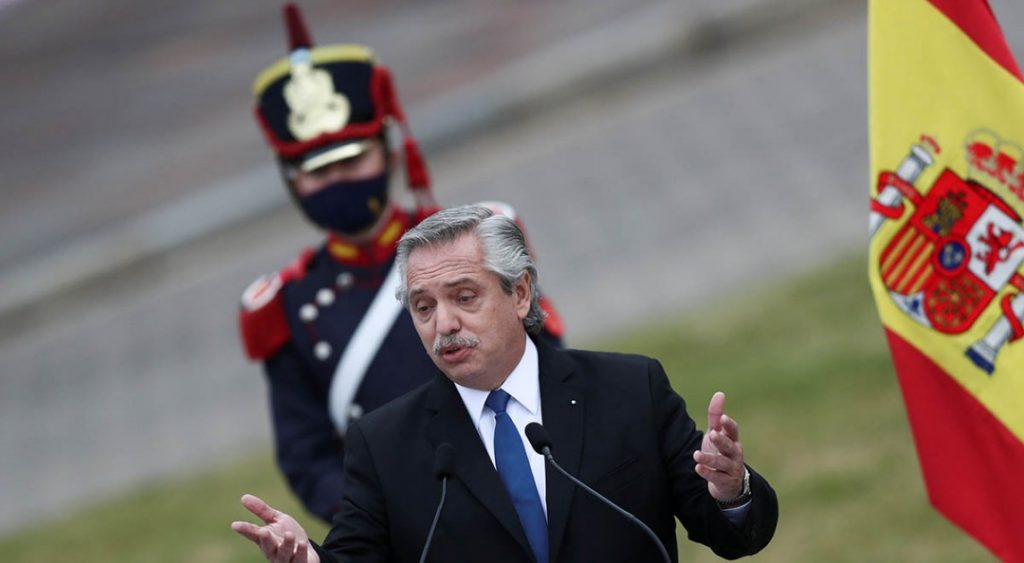 Argentine president apologizes after saying 'Mexicans are out of Indians'