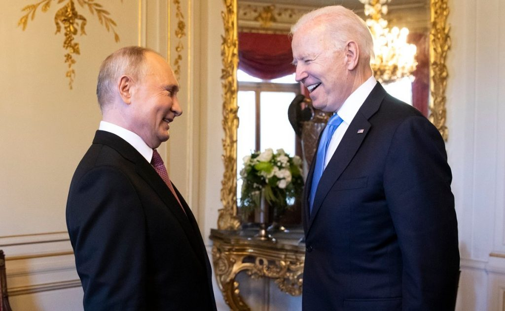 Biden confunde brevemente al presidente Putin con Donald Trump durante encuentro