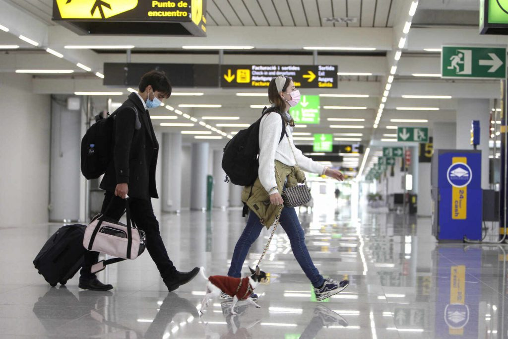 The United States is included in the list of countries exempted from travel restrictions to Spain