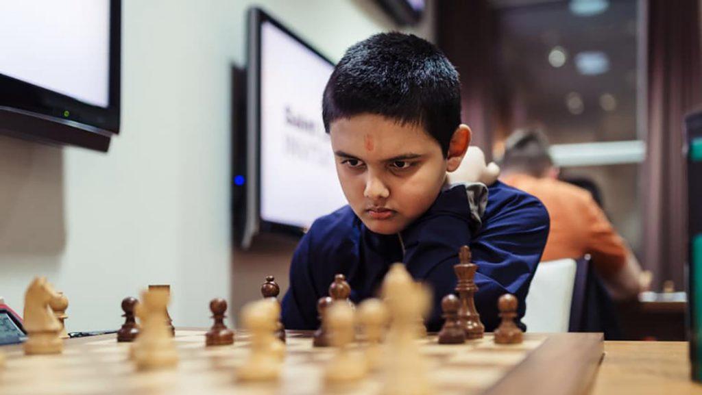 Con tan solo 12 años, un ajedrecista prodigio se convierte en el Gran Maestro más joven de la historia